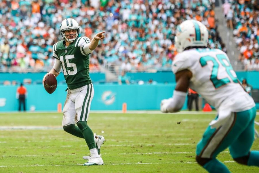 New+York+Jets+quarterback%2C+Josh+McCown+directs+traffic+before+finding+tight+end%2C+Austin+Seferian-Jenkins+in+the+end+zone+in+New+York%27s+31-28+loss+to+Miami+in+week+7.++McCown+now+ranks+as+the+13th+fantasy+quarterback+in+ESPN+standard+league+formats.+%28Via+newyorkjets.com%29